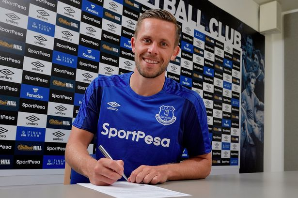 Gylfi-Sigurdsson-signs-for-Everton-1